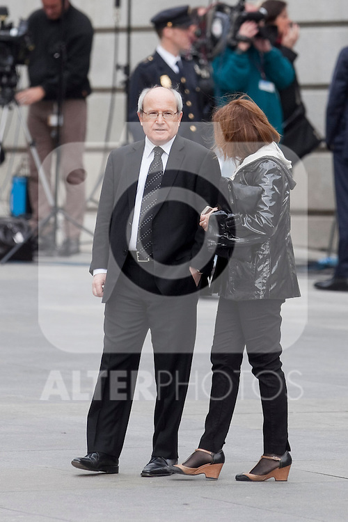 Catalunya Generalitat´s former President Jose Montilla (L) attends the funeral chapel of former Spanish Prime Minister Adolfo Suarez to the Spanish Parliament in Madrid, Spain. March 24, 2014. (ALTERPHOTOS/Victor Blanco)
