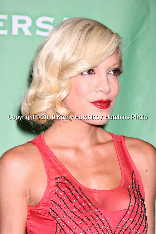 Tori Spelling.arriving at the 2010 Winter NBC TCA Party .Langford Hotel.Pasadena, CA.January 10, 2010.©2010 Kathy Hutchins / Hutchins Photo....