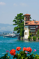 CHE, Schweiz, Kanton Bern, Berner Oberland, Oberhofen: Villa am Thunersee -Raddampfer Bluemlisalp im Hintergrund | CHE, Switzerland, Bern Canton, Bernese Oberland, Oberhofen: Villa at Lake Thun - paddle steamer Bluemlisalp in background