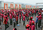 ETHIOPIA , Southern Nations, Hawassa or Awasa, Hawassa Industrial Park, chinese-built for the ethiopian government to attract foreign investors with low rent and tax free to establish a textile industry and create thousands of new jobs, taiwanese company Everest Textile Co. Ltd., women do a 15 minutes morning sports before work / AETHIOPIEN, Hawassa, Industriepark, gebaut durch chinesische Firmen fuer die ethiopische Regierung um die Hallen fuer Textilbetriebe von Investoren zu vermieten, taiwanesische Firma Everest Textile Co. Ltd., Frauen bei Morgengymnastik Fruehsport vor der Arbeit
