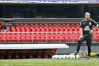 ATENÇÃO EDITOR: FOTO EMBARGADA PARA VEÍCULOS INTERNACIONAIS - SÃO PAULO,SP,06 SETEMBRO 2012 - TREINO SELEÇÃO BRASILEIRA - Mano Menezes durante treino da seleção brasileira na tarde de hoje no estadio Cicero Pompeu de Toledo (Morumbi).FOTO ALE VIANNA - BRAZIL PHOTO PRESS.