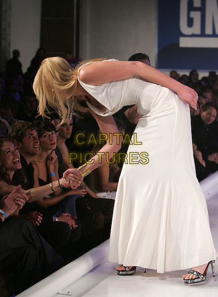 REBECCA GAYHEART & KATHRYN HEIGL.The Annual GM Ten Fashion Show & Concert held at Paramount Studios in Hollywood, California, USA. .February 20th, 2007.catwalk runway full length white dress shaking hands bending leaning.CAP/DVS.©Debbie VanStory/Capital Pictures