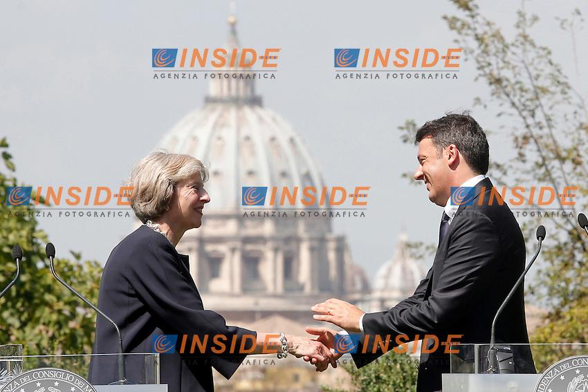 Theresa May e Matteo Renzi<br /> Roma 27-07-2016 Villa Pamphilj. Incontro tra il primo ministro italiano e la neo premier Inglese.<br /> Italian Premier meets the new English Prime Minister.<br /> Photo Samantha Zucchi Insidefoto