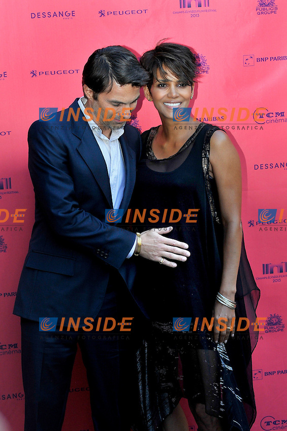 Olivier Martinez, Halle Berry incinta con il pancione. <br /> Parigi 13/6/2013 Champs-Elysees FIlm Festival<br /> Foto Gerard Roussel / PANORAMIC / Insidefoto