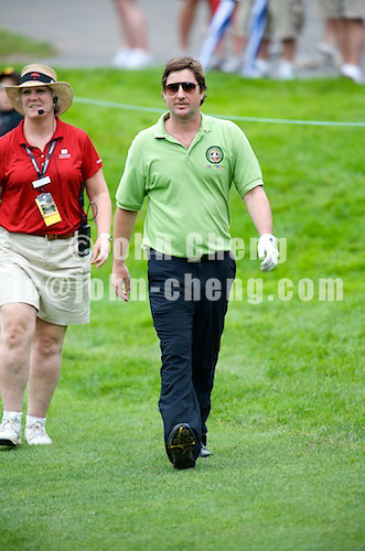06/24/09 - Photo by John Cheng for Newsport.  Actor Luke Wilson walks up to the 17th green at the Travelers Championship at the TPC River Highlands in Cromewll Connecticut.