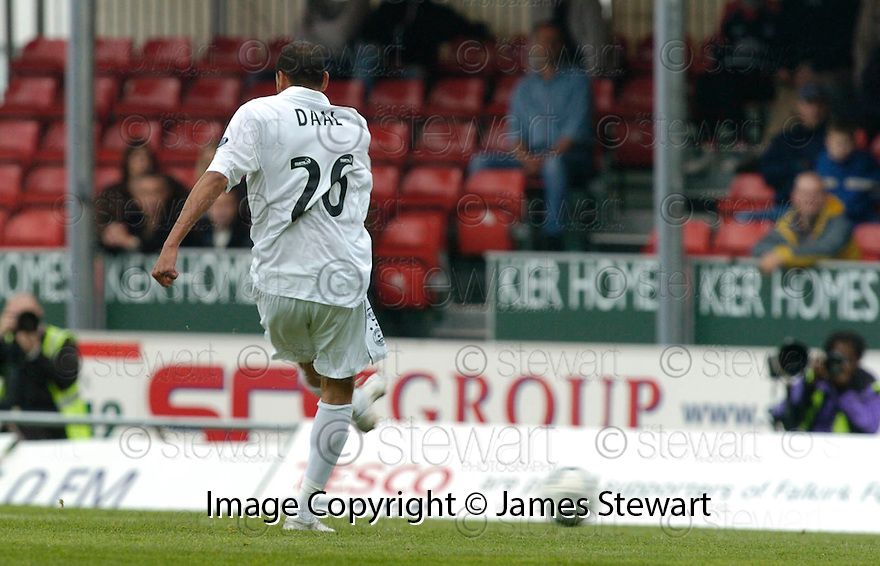 16/09/2006        Copyright Pic: James Stewart.File Name : sct_jspa05_falkirk_v_aberdeen.DYRON DAAL SCORES ABERDEEN'S SECOND...Payments to :.James Stewart Photo Agency 19 Carronlea Drive, Falkirk. FK2 8DN      Vat Reg No. 607 6932 25.Office     : +44 (0)1324 570906     .Mobile   : +44 (0)7721 416997.Fax         : +44 (0)1324 570906.E-mail  :  jim@jspa.co.uk.If you require further information then contact Jim Stewart on any of the numbers above.........