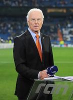 FUSSBALL   CHAMPIONS LEAGUE   SAISON 2011/2012  Achtelfinale Rueckspiel 14.03.2012 Real Madrid  - ZSKA Moskau  TV Experte Franz Beckenbauer mit Mikro