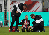 Sebastian Rode (Eintracht Frankfurt) zeigt auf sein Knie nach einem Schlag im Spiel - 23.11.2019: Eintracht Frankfurt vs. VfL Wolfsburg, Commerzbank Arena, 12. Spieltag<br /> DISCLAIMER: DFL regulations prohibit any use of photographs as image sequences and/or quasi-video.