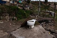 BOGOTA - COLOMBIA, 17-05-2020: Restos de un baño después de los desalojos del 2 de Mayo. Mas de 200 familias terminan el proceso de desalojo en el predio La Estancia al sur de Bogotá quedando sin ninguna ayuda ni un techo donde vivir durante la cuarentena total en el territorio colombiano causada por la pandemia  del Coronavirus, COVID-19. / Remains of a bathroom after the evictions of May 2. More than 200 families are evicted from La Estancia farm at south of Bogota city and they left withoput any help and shelter to live during total quarantine in Colombian territory caused by the Coronavirus pandemic, COVID-19. Photo: VizzorImage / Mariano Vimos / Cont