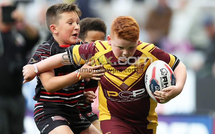 Picture by John Clifton/SWpix.com - 20/05/2017 - Rugby League - Dacia Magic Weekend - St James' Park, Newcastle, England - Kids