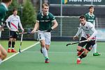 AMSTELVEEN - Blair Tarrant (R'dam) met Nicky Leijs (Adam)  tijdens de hoofdklasse competitiewedstrijd heren, AMSTERDAM-ROTTERDAM (2-2). COPYRIGHT KOEN SUYK