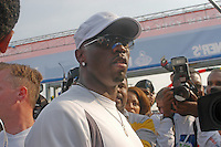 (031102-SWR134.jpg) Staten Island, New York - 2 Nov 03 - Sean Puffy Combs speaks to the media before running in the New York City Marathon.  P DIddy, formerly known as Puff Daddy ran to raise money for New York City public schools.