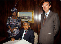 Montreal (Qc) CANADA, June 20, 1990 File Photo.<br /> <br /> South African opposition leader Nelson Mandela (M) and his wife Winnie (L) pose with Quebec Premier, Robert Bourasse in Montreal (Quebec, Canada) on June 20, 1990, <br /> Photo (c) 1990, by Pierre Roussel - IMAGES DISTRIBUTION