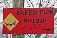Amérique/Amérique du Nord/Canada/Québec/ Env de Québec/Île d'Orléans/Saint-Jean-de-l'Île-d'Orléans: Enseigne Traineau à chien avec Expéditions Mi-loup