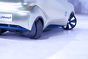 Nissan's Pivo3 demonstrates its remarkable turning circle at the annual Nagoya Motor Show.