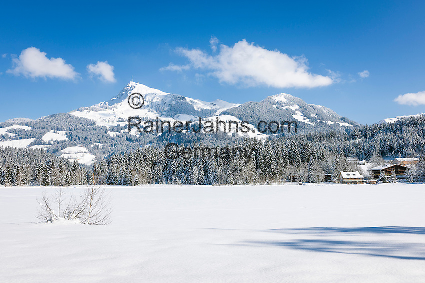 Austria, Tyrol, Reith near Kitzbuhel: winter scenery at idyllic Schwarzsee (Black Lake) on the outskirts of Kitzbuhel, at background Kitzbuhel Horn mountain | Oesterreich, Tirol, Reith bei Kitzbuehel: Winterlandschaft am Schwarzsee, im Hintergrund das Kitzbueheler Horn