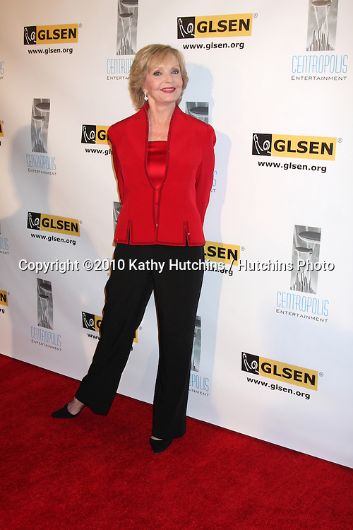 LOS ANGELES - OCT 8:  Florence Henderson arrives at the Gay, Lesbian and Straight Education Network  Respect Awards at Beverly Hills Hotel.Theatre on October 8, 2010 in Beverly Hills, CA