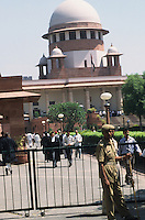 INDIA, supreme court in New Delhi / INDIEN, Supreme Court das oberste indische Gericht in Hauptstadt Neu Delhi