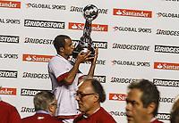 ATENCAO EDITOR IMAGEM EMBARGADA PARA VEICULOS INTERNACIONAIS - SAO PAULO, SP, 12 DEZEMBRO 2012 - COPA SUL-AMERICANA - SAO PAULO X TIGRE - Lucas  do Sao Paulo comemoram a conquista da Copa Sul-Americana, no estádio Cicero Pompeu de Toledo o Morumbi na regiao sul da capital paulista na noite desta quarta-feira, 12. (FOTO: WILLIAM VOLCOV / BRAZIL PHOTO PRESS).