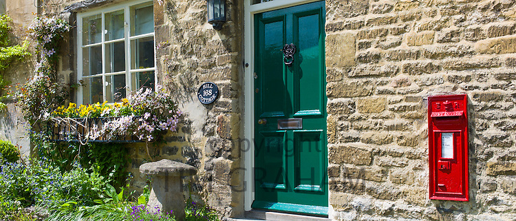 Traditional Cotswold stone cottage on the High Street in the popular country town of Burford in the Cotswolds, Oxfordshire, UK