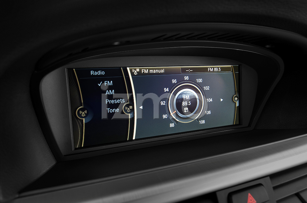 Stereo audio system close up detail view of a 2009 bmw 3 series wagon 328