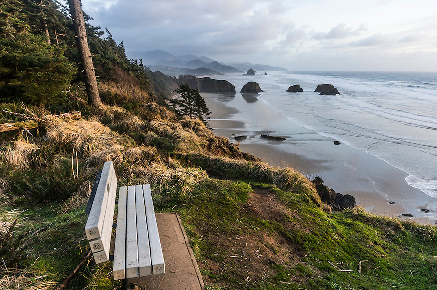 Viewpoint with sunset bench on the Oregon Coast, USA.