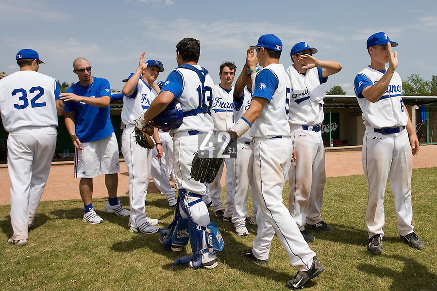 BASEBALL - GREEN ROLLER PARK - PRAGUE (CZECH REPUBLIC) - 25/06/2008 - PHOTO: CHRISTOPHE ELISE.TEAM FRANCE CELEBRATION
