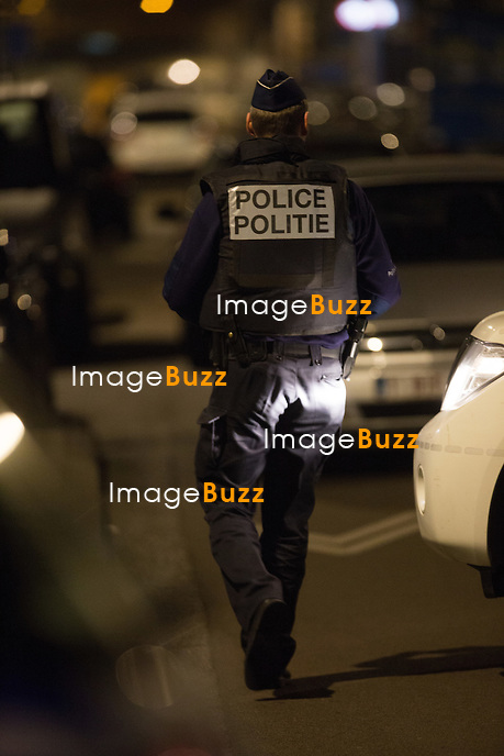 EXCLUSIF - Perquisition dans la commune de Schaerbeek - Op&eacute;ration anti-terroriste dans la commune de Schaerbeek, Jette ( r&eacute;gion bruxelloise ) et &agrave; Bruxelles,  6 personnes arr&ecirc;t&eacute;es  jeudi soir, en lien avec l'enqu&ecirc;te sur les attentats de Bruxelles, a confirm&eacute; le parquet f&eacute;d&eacute;ral. <br /> Belgique, Schaerbeek, 24 mars 2016<br /> EXCLUSIVE - Police raid in Schaerbeek -  Six people arrested in massive Brussels police raid on Thursday night.<br /> Several houses were searched in Brussels, Schaerbeek and Jette, the prosecutor said. The police raids were conducted in connection with the Brussels terror attack investigation.<br /> Belgium, Schaerbeek, 24 March 2016<br /> Pic : Police action in Schaerbeek