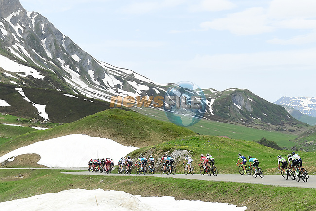 The peleton descend during Stage 7 of the 2018 Criterium du Dauphine 2018 running 136km from Moutiers to Saint Gervais Mont Blanc, France. 10th June 2018.<br /> Picture: ASO/Alex Broadway | Cyclefile<br /> <br /> <br /> All photos usage must carry mandatory copyright credit (© Cyclefile | ASO/Alex Broadway)