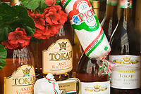 HUN, Ungarn, Budapest: ungarische Salami, Paprika, ungarische Spezialitaeten werden zum Verkauf angeboten | HUN, Hungary, Budapest: Hungarian salami, bell pepper, Hungarian specialities for sale