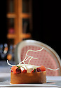 10/05/11 - SAINT PRIEST BRAMEFANT - PUY DE DOME - FRANCE - Chateau de Maulmont, hotel 3 etoiles. Castle of Maulmont in France, french quality hotel. Fraicheur de fruit de saison, croustillant et creme legere au citron, sorbet coco - Photo Jerome CHABANNE