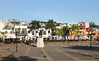 Plaza de Espana or Plaza de la Hispanidad, surrounded by colonial buildings and at the centre of the Colonial Zone of Santo Domingo, capital of the Dominican Republic, in the Caribbean. In the square is a statue of Nicolas de Ovando, governor of the island 1502-09, who transferred and reconstructed the city of Santo Domingo. Santo Domingo's Colonial Zone is listed as a UNESCO World Heritage Site. Picture by Manuel Cohen