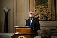Mario Monti parla ai giornalisti nella sala stampa del Quirinale, dopo aver ricevuto dal Presidente della Repubblica Giorgio Napolitano l'incarico di formare il nuovo governo.Italy's new premier-designate economist Mario Monti meets with journalists at the Quirinale Presidential Palace after talks with Italian President Giorgio Napolitano