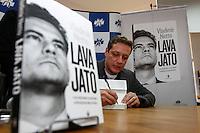 CURITIBA, PR, O jornalista  Vladimir Netto durante o lançamento do seu livro sobre a Lava Jato na noite desta terça-feira (21) em Curitiba.(Foto:Paulo Lisboa/Brazil Photo Press)