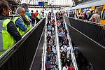 Amsterdam, 30 april 2011.Koninginnedag op en rond Amsterdam Centraal Station; NS houdt toezicht op aankomende reizigers..Foto Felix Kalkman