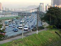 São Paulo - SP - 03fev2012 - Transito bom nesta manhã na Marginal Pinheiros sentido Interlagos. Foto: Mauricio Camargo - News Free.