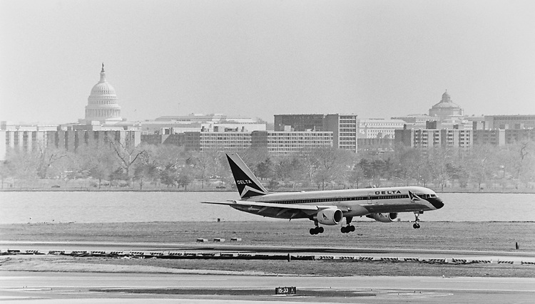 Airplane landing at National Airport in April 1994. (Photo by Chris Martin/CQ Roll Call via Getty Images)