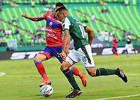 PALMIRA - COLOMBIA, 11-11-2018: Christian Rivera (Der) del Deportivo Cali disputa el balón con Gilberto Alcatraz Garcia (Izq) de Deportivo Pasto durante partido por la fecha 19 de la Liga Águila II 2018 jugado en el estadio Palmaseca de Cali. / Christian Rivera (R) player of Deportivo Cali fights for the ball with Gilberto Alcatraz Garcia (L) player of Deportivo Pasto during match for the date 19 of the Aguila League II 2018 played at Palmaseca stadium in Cali. Photo: VizzorImage/ Nelson Rios / Cont