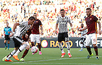 Calcio, Serie A: Roma vs Juventus. Roma, stadio Olimpico, 30 agosto 2015.<br /> Juventus&rsquo; Mario Mandzukic, left, is challenged by Roma&rsquo;s Lucas Digne, second from left, during the Italian Serie A football match between Roma and Juventus at Rome's Olympic stadium, 30 August 2015.<br /> UPDATE IMAGES PRESS/Riccardo De Luca