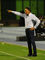BARRANCABERMEJA - COLOMBIA, 04-09-2018: Miguel Angel Russo técnico de Millonarios gesticula durante partido con Alianza Petrolera fecha 8 de la Liga Águila II 2018 disputado en el estadio Daniel Villa Zapata de la ciudad de Barrancabermeja. / Miguel Angel Russo coach of Millonarios gestures during match against Alianza Petrolera for the date 8 of the Aguila League II 2018 played at Daniel Villa Zapata stadium in Barrancebermeja city. Photo: VizzorImage / Jose Martinez / Cont
