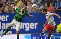 FUSSBALL   1. BUNDESLIGA   SAISON 2013/2014   6. SPIELTAG Hamburger SV - SV Werder Bremen                       21.09.2013 Nils Petersen (li, SV Werder Bremen) gegen Heiko Westermann (re, Hamburger SV)