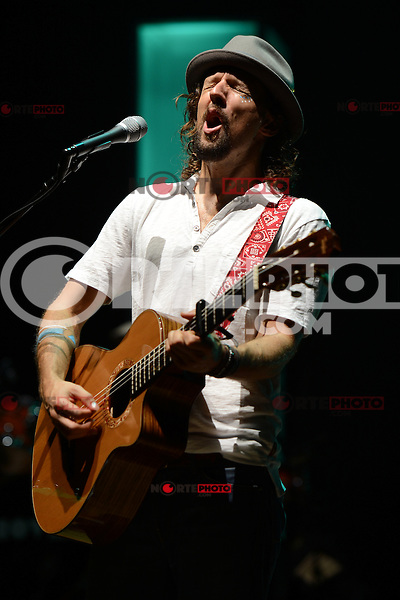 WEST PALM BEACH - AUGUST 15:  Jason Mraz performs at the Cruzan Amphitheatre on August 15, 2012 in West Palm Beach, Florida. ©mpi04/MediaPunch Inc