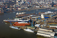 Blohm und Voss : EUROPA, DEUTSCHLAND, HAMBURG, (EUROPE, GERMANY), 28.03.2017: Blohm+Voss auf Steinwerderam s&uuml;dlichen Ufer der Norderelbe. Sie wurde 1877 gegr&uuml;ndet und gilt als letzte der Gro&szlig;werften im Hamburger Hafen. Seit 1996 sind die Gesch&auml;ftsbereiche der Werft in eigenst&auml;ndige Gesellschaften &uuml;berf&uuml;hrt: die Blohm + Voss Shipyard GmbH f&uuml;r Schiffbau, die Blohm + Voss Repair GmbH f&uuml;r Schiffsreparaturen sowie die Blohm + Voss Industries GmbH f&uuml;r Maschinen- und Anlagenbau.<br /> Seit dem 28. September 2016 &uuml;bernahme durch die  L&uuml;rssen Werft.