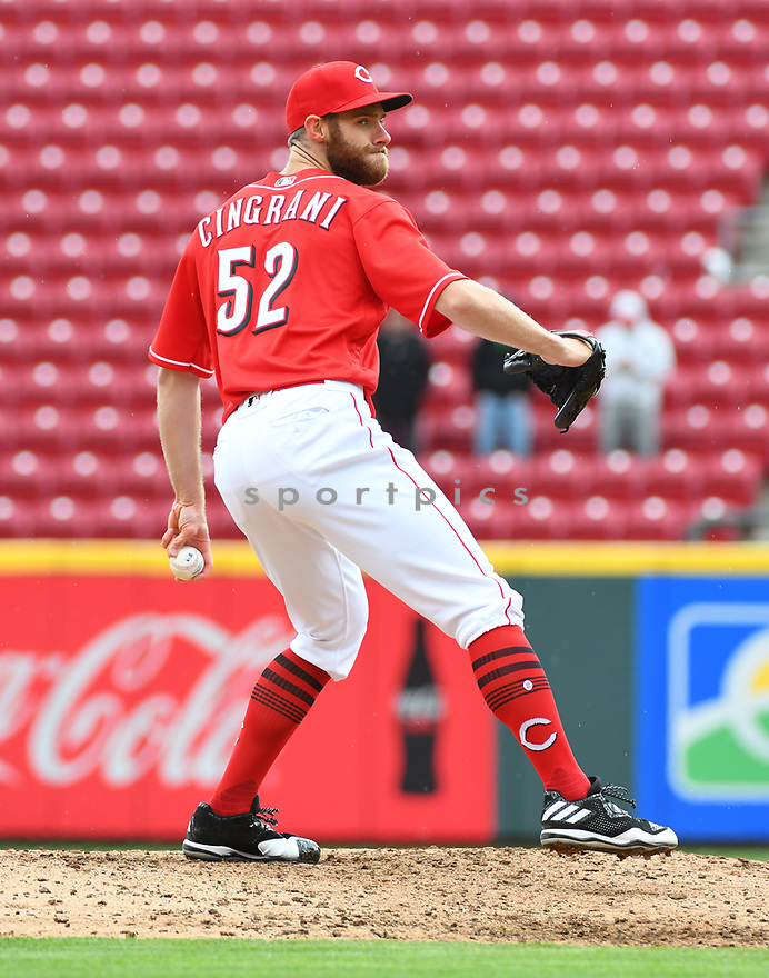 Cincinnati Reds Tony Cingrani (52) during a game against the Philadelphia Phillies on April 6, 2017 at Great American Ballpark in Cincinnati, OH. The Reds beat the Phillies 4-7.