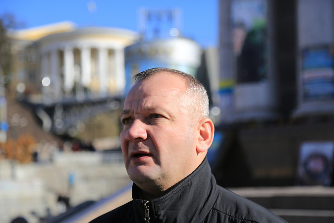 Iwan Bubentschik, hier auf dem Maidan,  sagte in einem Bericht vom 19.02.2016 erneut, das er am 20.Februar 2014 zwei Kommandeure der berüchtigten Berkut Einheiten mit einer Kalaschnikow tötete.