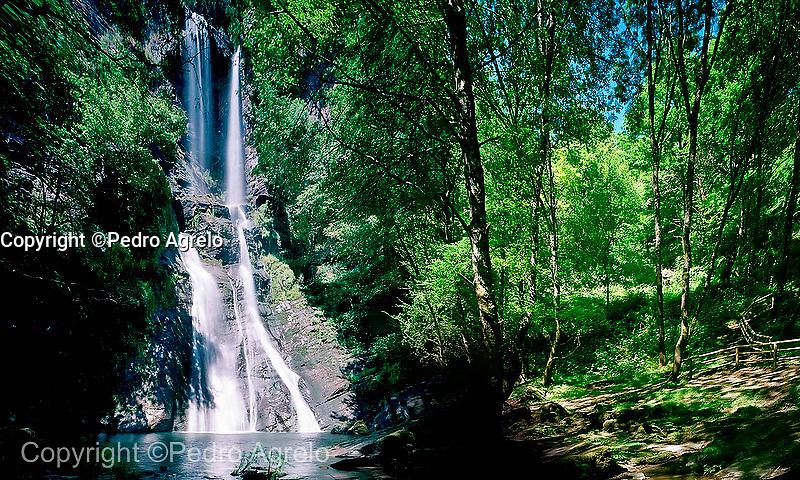 A Fonsagrada, catarata natural de Vilagocende, conocida como A Seimeira de Vilagocende