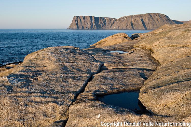 Nordkapp sett fra Knivskjelodden. ----- North Cape seen from Knivskjelodden.
