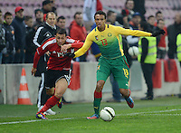 FUSSBALL   INTERNATIONAL   Testspiel    Albanien - Kamerun       14.11.2012 Joel Matip (re, Kamerun) gegen Renato Arapi (li, Albanien