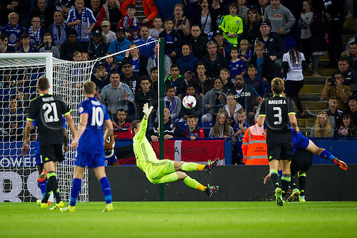 20.09.2016. King Power Stadium, Leicester, England. Football League Cup Football. Leicester City versus Chelsea. Shinji Okazaki of Leicester City puts the ball past the reach of Asmir Begovic of Chelsea. (2-0)