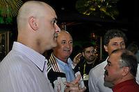 SÃO PAULO, 30 DE JUNHO DE 2012 – COMEMORAÇÃO 10 ANOS DO PENTA: Goleiro Marcos (e), Felipão (c) e Murtosa (d) durante jantar promovido pelo ex jogador Cafú para celebrar os 10 anos da conquista do Penta Campeonato de 2002 e os 50 anos da conquista da Copa do Mundo de 1962. O encontro aconteceu na casa do jogador em Alphaville na noite deste sábado (30) FOTO: LEVI BIANCO – BRAZIL PHOTO PRESS.